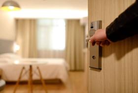 Airbnb VS Hotels: A Price Comparison